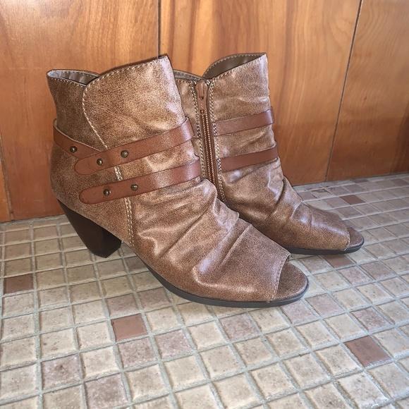 Womens Bare Traps Peep Toe Boots